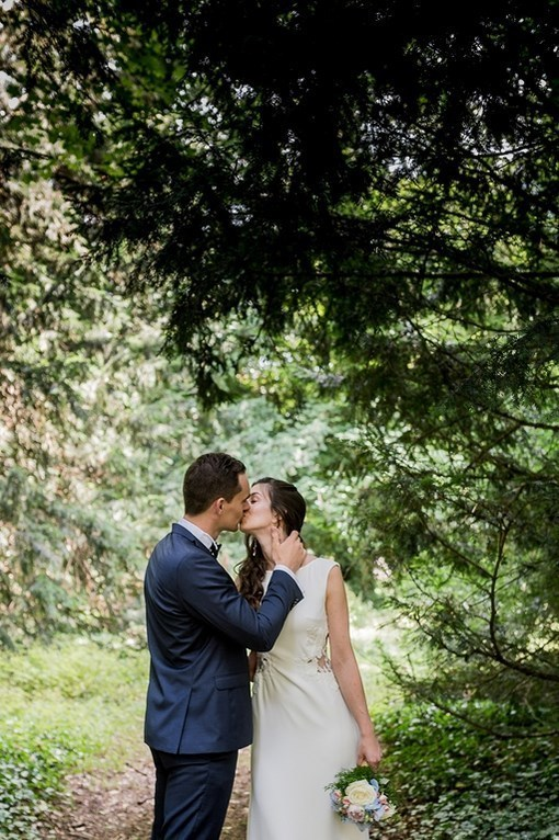 Photo-mariés-baiser-forêt-french wedding photographer-toul-grand est