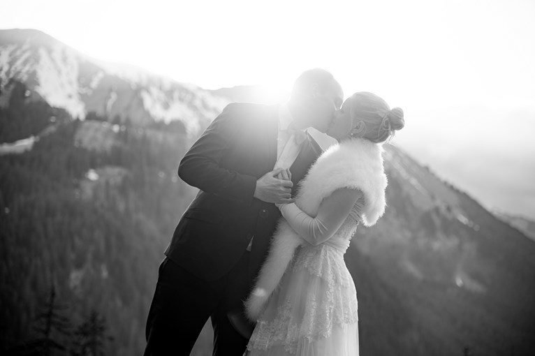 Photo-mariés-baiser-french wedding photographer-Vosges