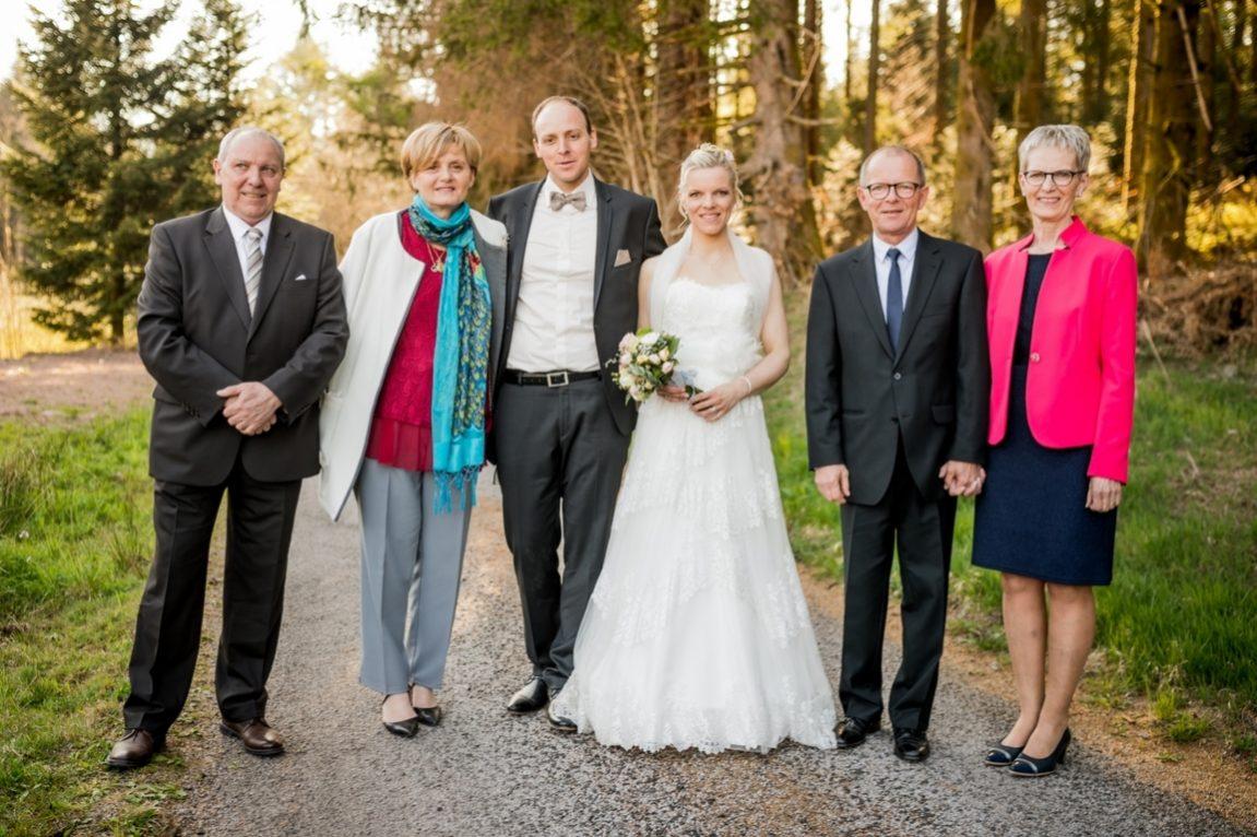 Portraits de famille lors dune photo de groupe-photographe mariage Nancy Metz Epinal-www.gregory clement.fr