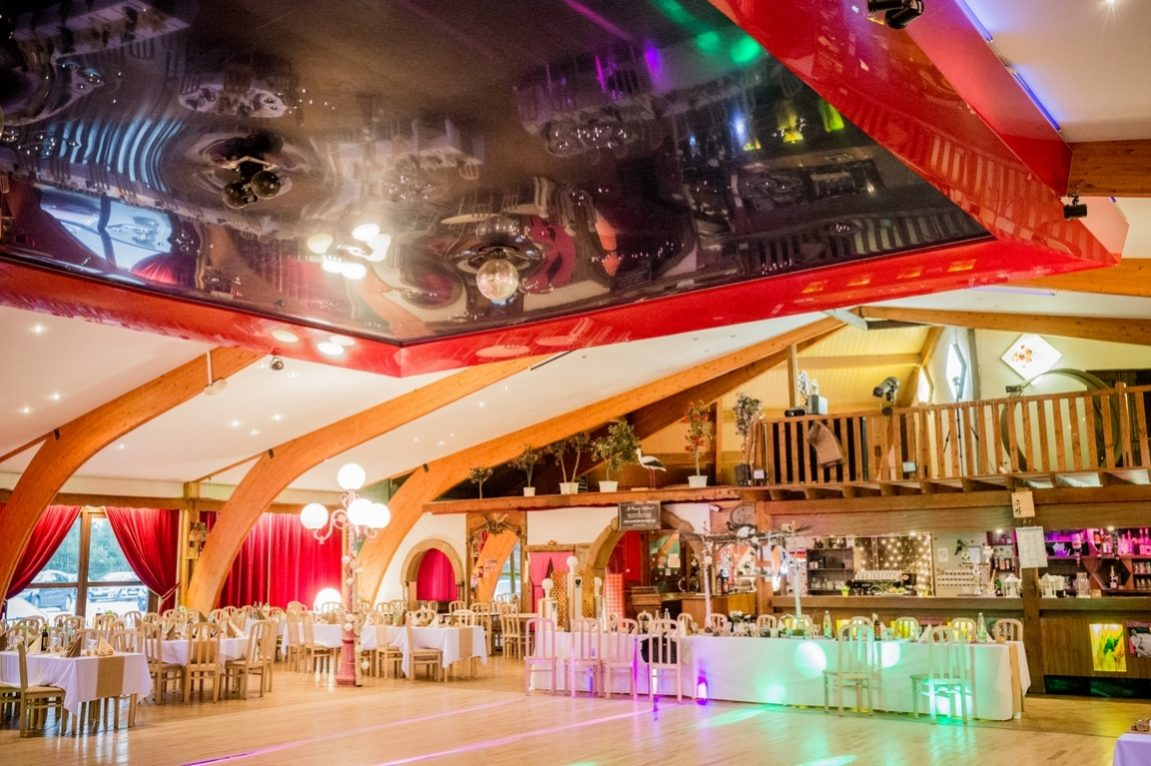 Vue ensemble salle mariage de la croisette dHerival dans les Vosges-photographe Nancy mariage-www.gregory clement.fr
