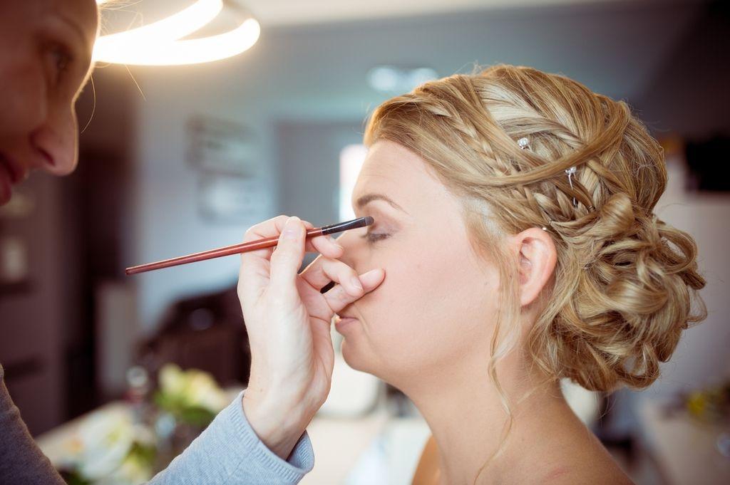 Photographe Toul Meurthe et Moselle mariage maquillage lors de la mariée contour des yeux photographe Neufchateau Epinal Nancy Metz ®gregory clement.fr