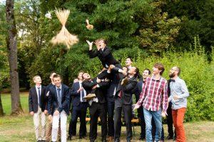 Photographe de maraige Pont a Mousson Metz Moselle lancer du bouquet de la mariee ®gregory clement.fr